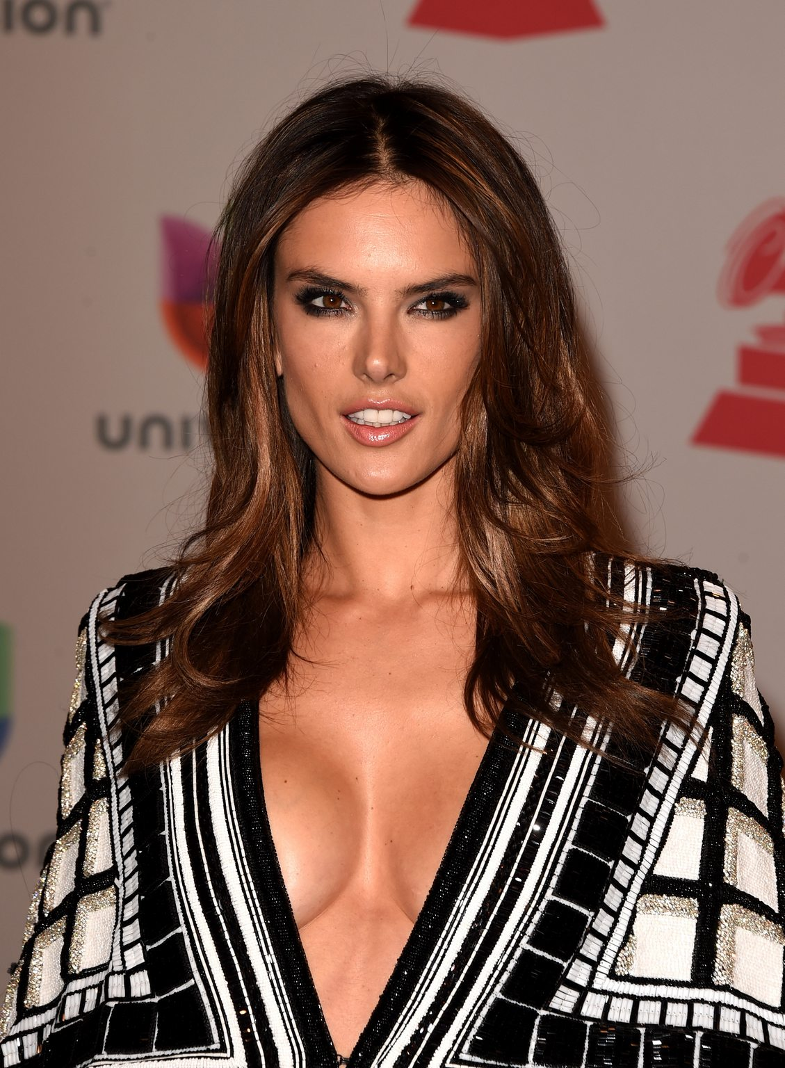 alessandra-ambrosio-topless-wallpapers