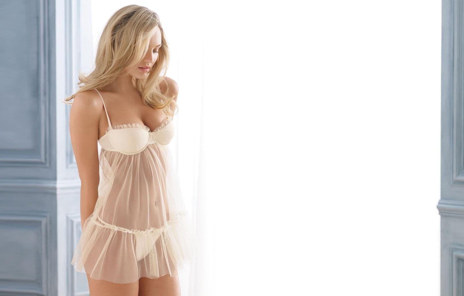 candice-swanepoel-looks-nude-in-bikini