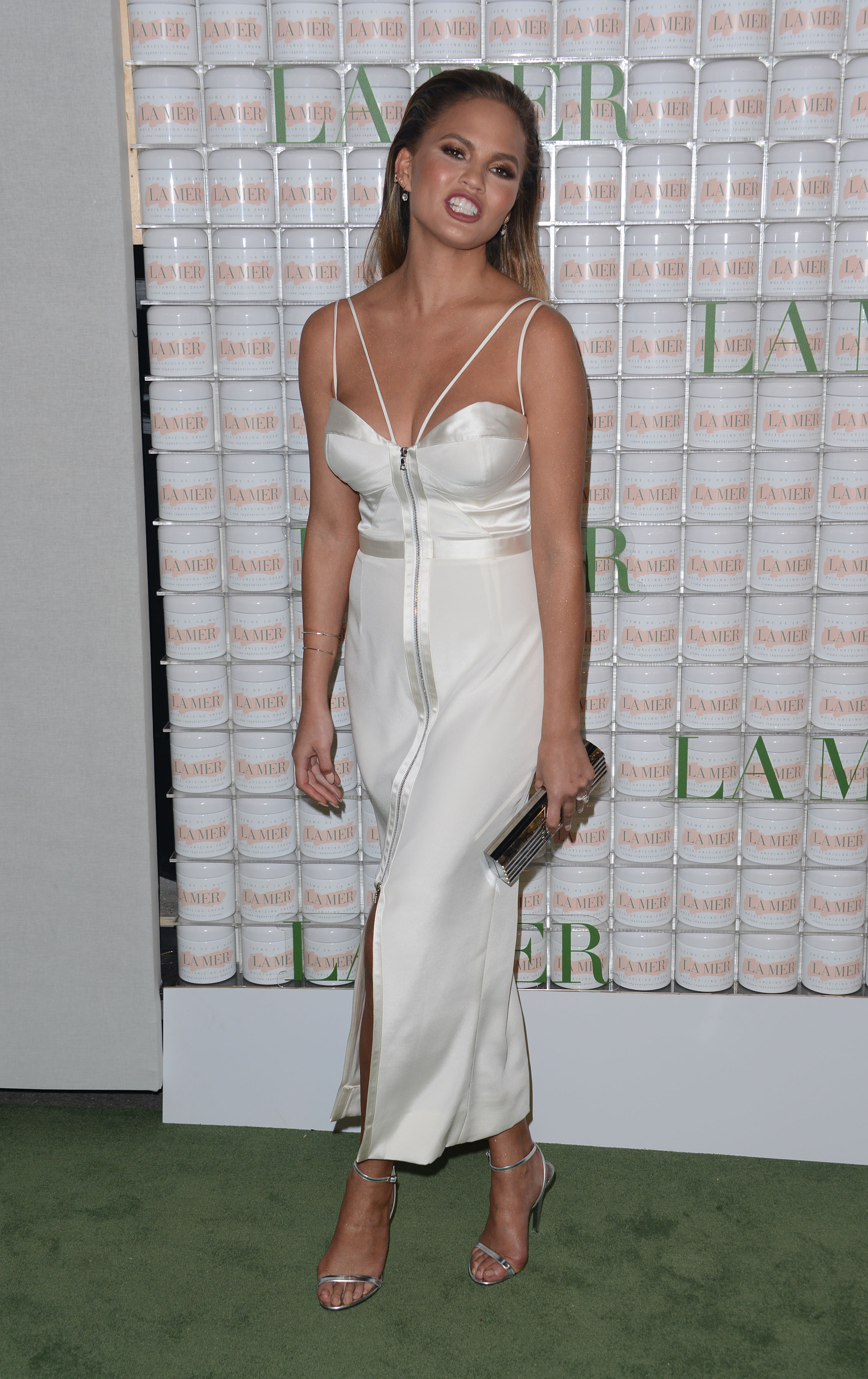 **USA, Australia, New Zealand ONLY** Hollywood, CA - Chrissy Teigen strikes a pose on the green carpet at La Mer Skincare's 50th Celebration Party held at Siren Studios in Hollywood. AKM-GSI October 13, 2015 **USA, Australia, New Zealand ONLY** To License These Photos, Please Contact : Steve Ginsburg (310) 505-8447 (323) 423-9397 steve@akmgsi.com sales@akmgsi.com or Maria Buda (917) 242-1505 mbuda@akmgsi.com ginsburgspalyinc@gmail.com