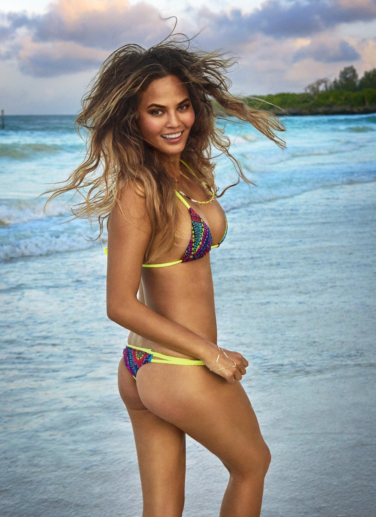 chrissy-teigen-sexy-photos
