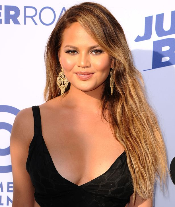 chrissy-teigen-showing-boobs