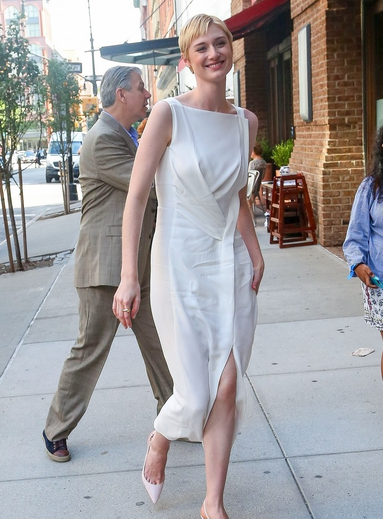 August 10, 2015: Elizabeth Debicki is seen heading into her hotel in New York City, wearing a pretty white dress. Mandatory Credit: Peter Cepeda/INFphoto.com Ref: infusny-260
