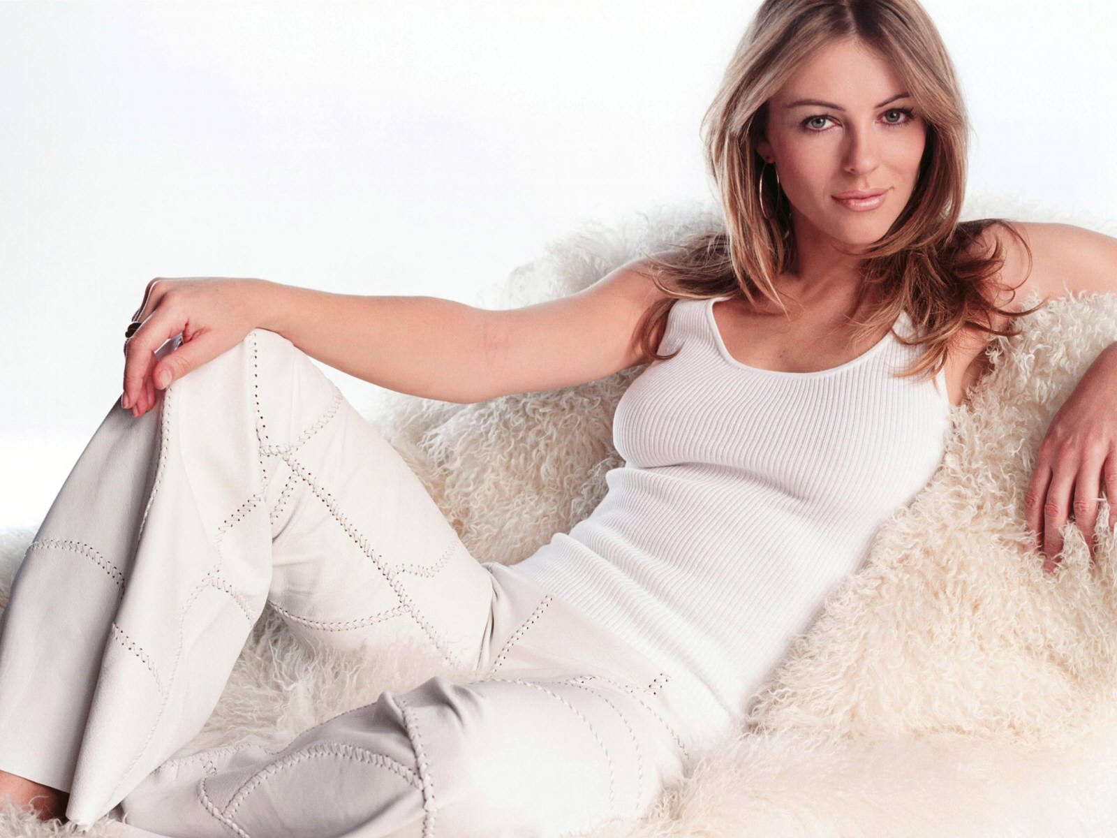 elizabeth-hurley-biography