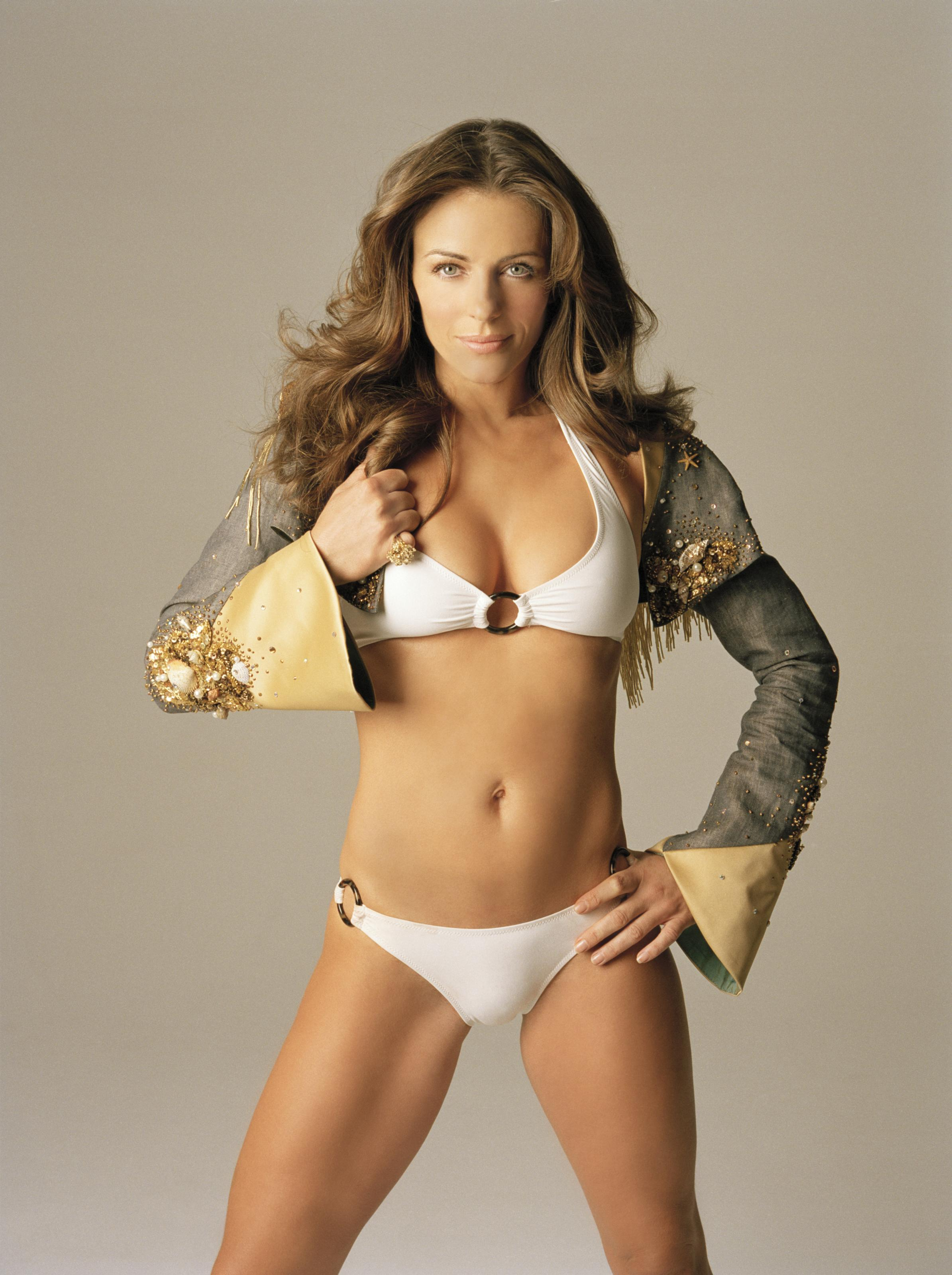 elizabeth-hurley-sexy-wallpapers