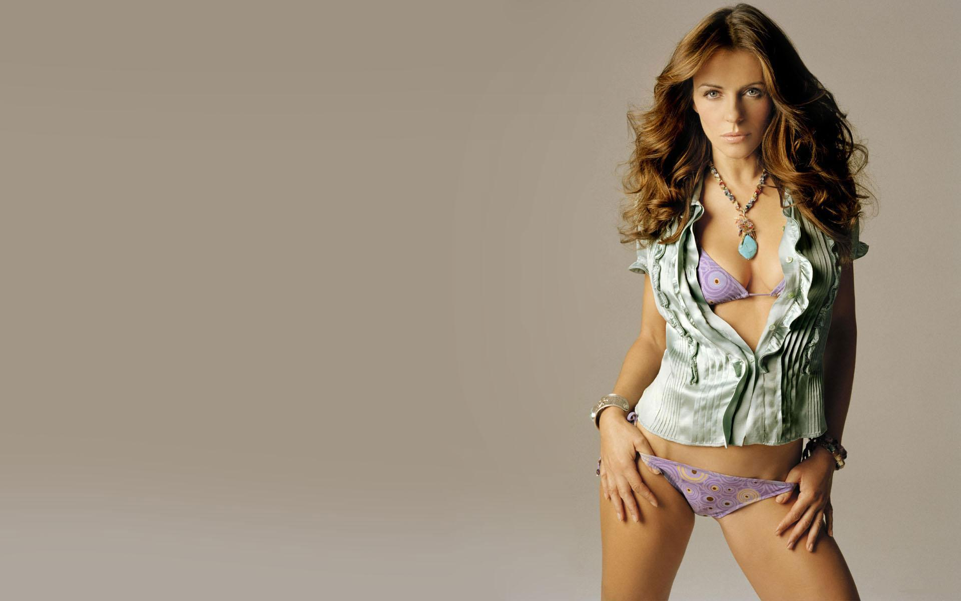 elizabeth-hurley-spicy-photos