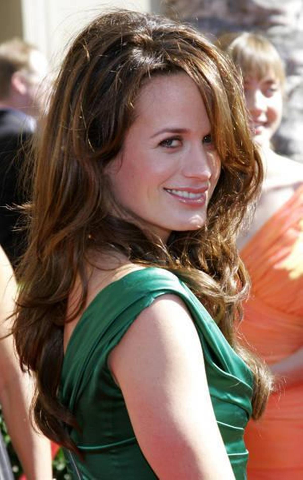 elizabeth-reaser-posed-nude