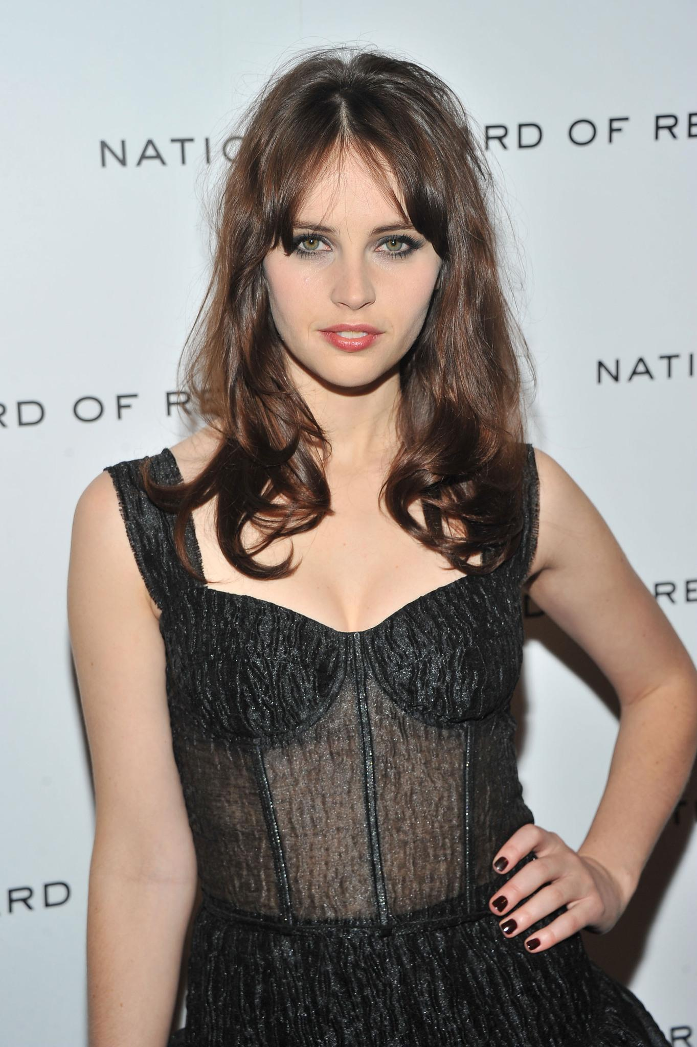 felicity-jones-showing-boobs