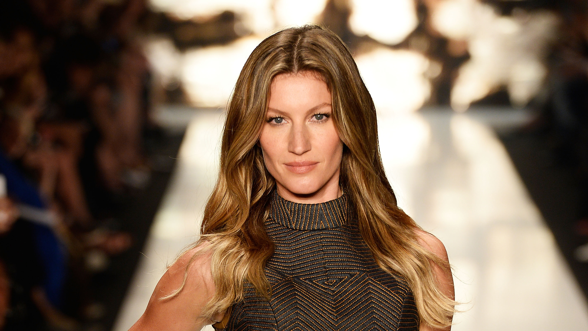 SAO PAULO, BRAZIL - NOVEMBER 04: Gisele Bündchen walks the runway at the Colcci fashion show during Sao Paulo Fashion Week Winter 2015 at Parque Candido Portinari on November 4, 2014 in Sao Paulo, Brazil. (Photo by Studio Fernanda Calfat/Getty Images)