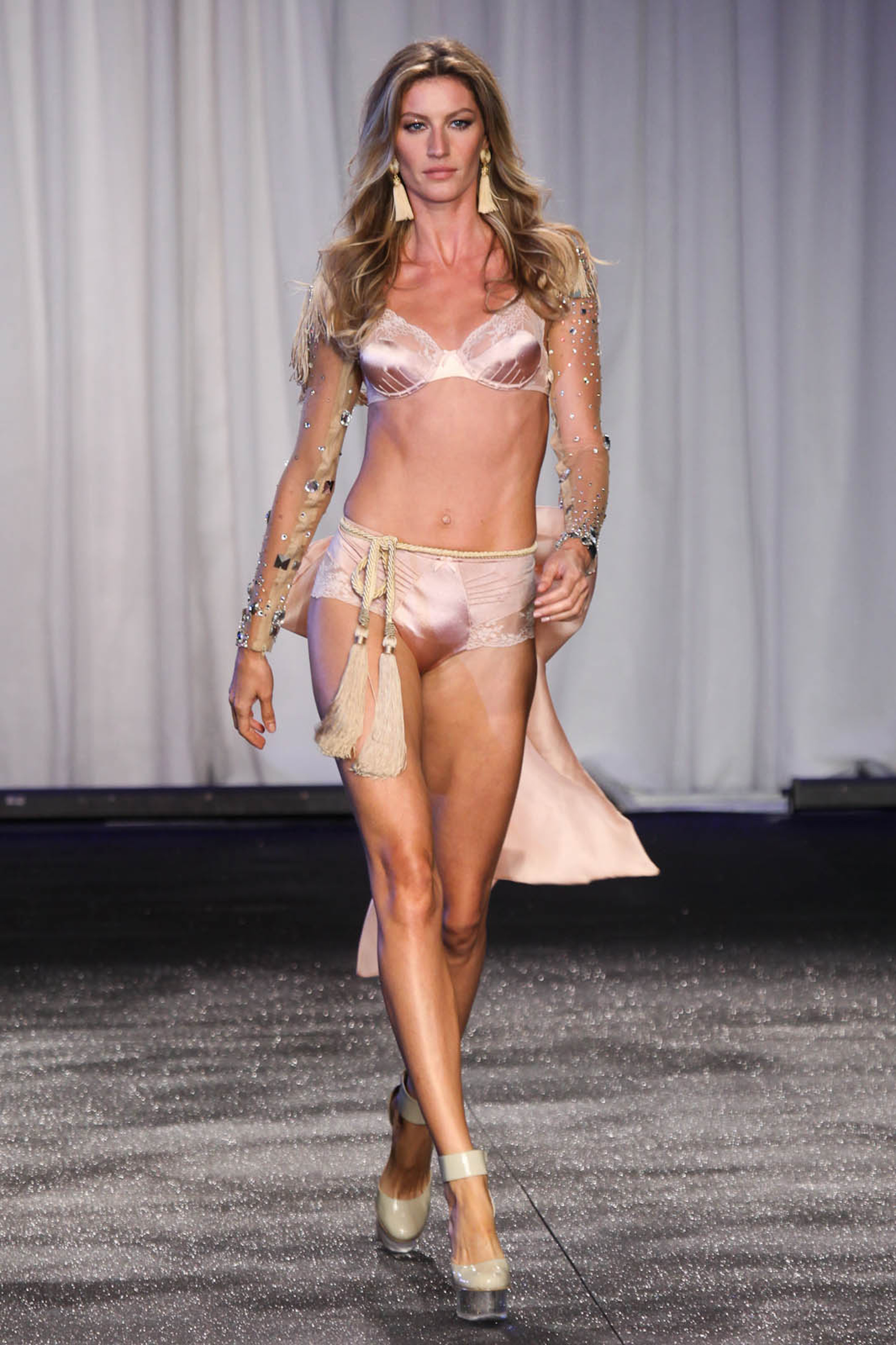 Gisele Bundchen launched her very own lingerie collection, for Brazilian company Hope, which she premiered on the catwalk in Sao Paulo, Brazil. Pictured: Gisele Bundchen Ref: SPL278021 130511 Picture by: Photo Rio News / Splash News Splash News and Pictures Los Angeles:310-821-2666 New York: 212-619-2666 London: 870-934-2666 photodesk@splashnews.com