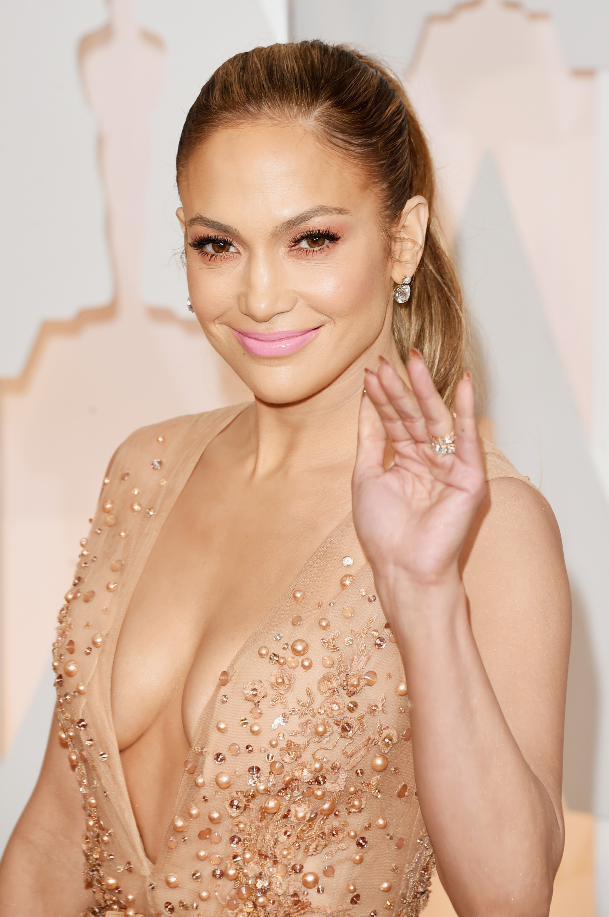 HOLLYWOOD, CA - FEBRUARY 22: Jennifer Lopez attends the 87th Annual Academy Awards at Hollywood & Highland Center on February 22, 2015 in Hollywood, California. (Photo by Jason Merritt/Getty Images)