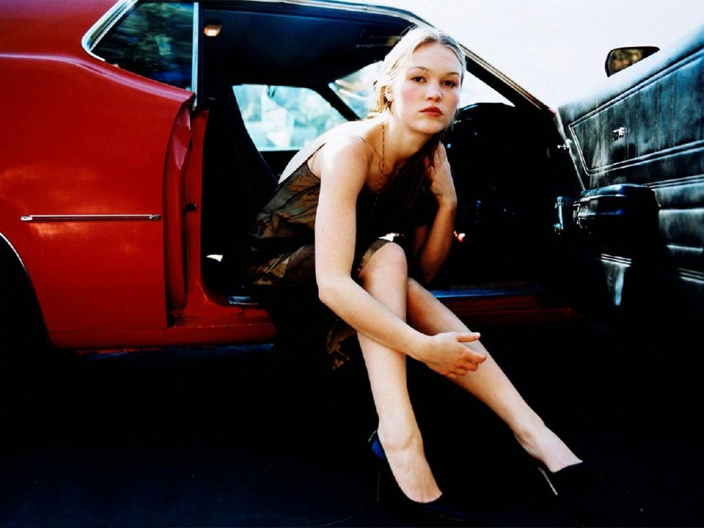 julia-stiles-in-lingerie