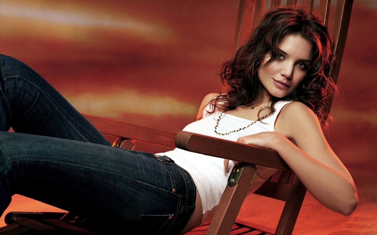 katie-holmes-sexy