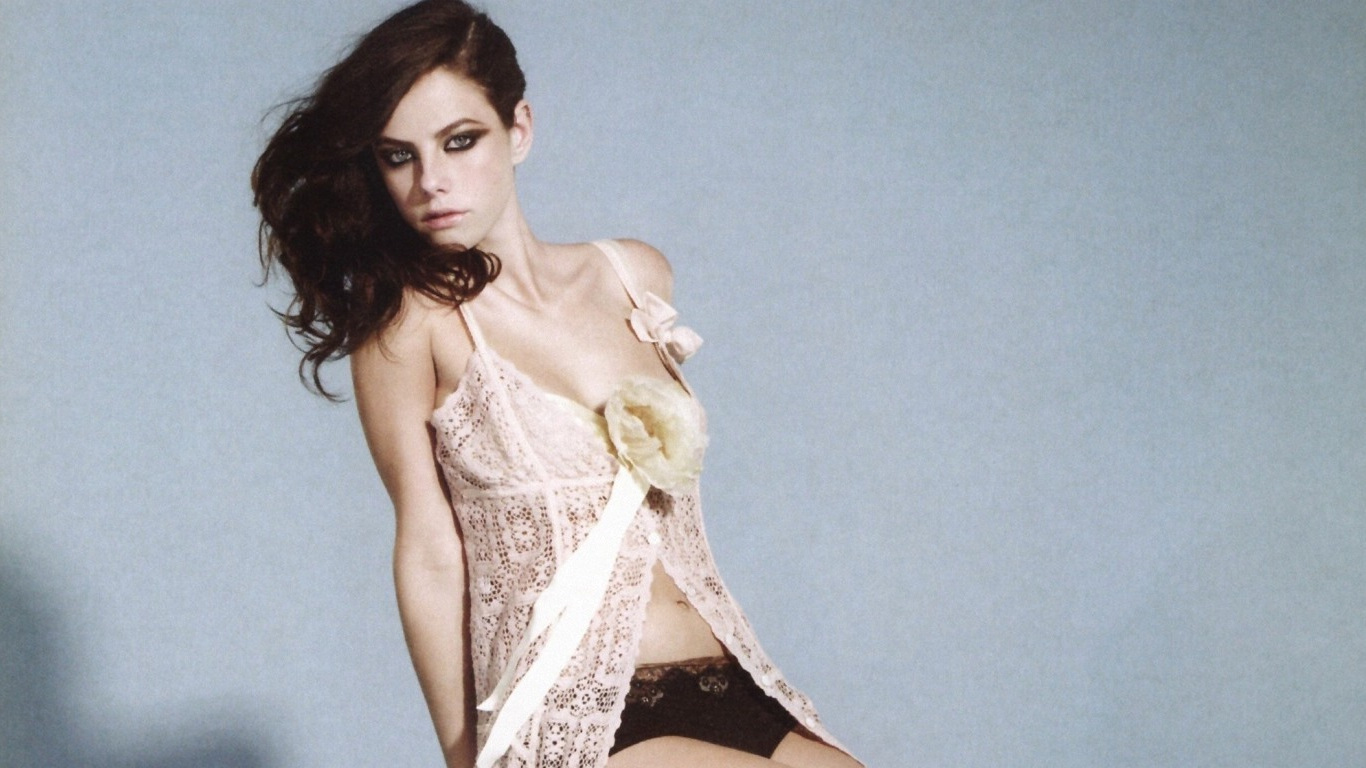 kaya-scodelario-hot-photoshoot