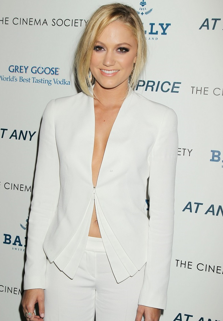 "-New York, NY - 04/18/2013 - The Cinema Society & Bally host a screening of Sony Pictures Classics' ""At Any Price"" . the film stars Dennis Quaid,Zac Efron,Heather Graham and Kim Dickens . -PICTURED: Maika Monroe -PHOTO by: Dave Allocca/Starpix -Filename: DA670336.JPG -Location: Landmark Sunshine Cinema Editorial - Rights Managed Image - Please contact www.startraksphoto.com for licensing fee Startraks Photo New York, NY For licensing please call 212-414-9464 or email sales@startraksphoto.com"