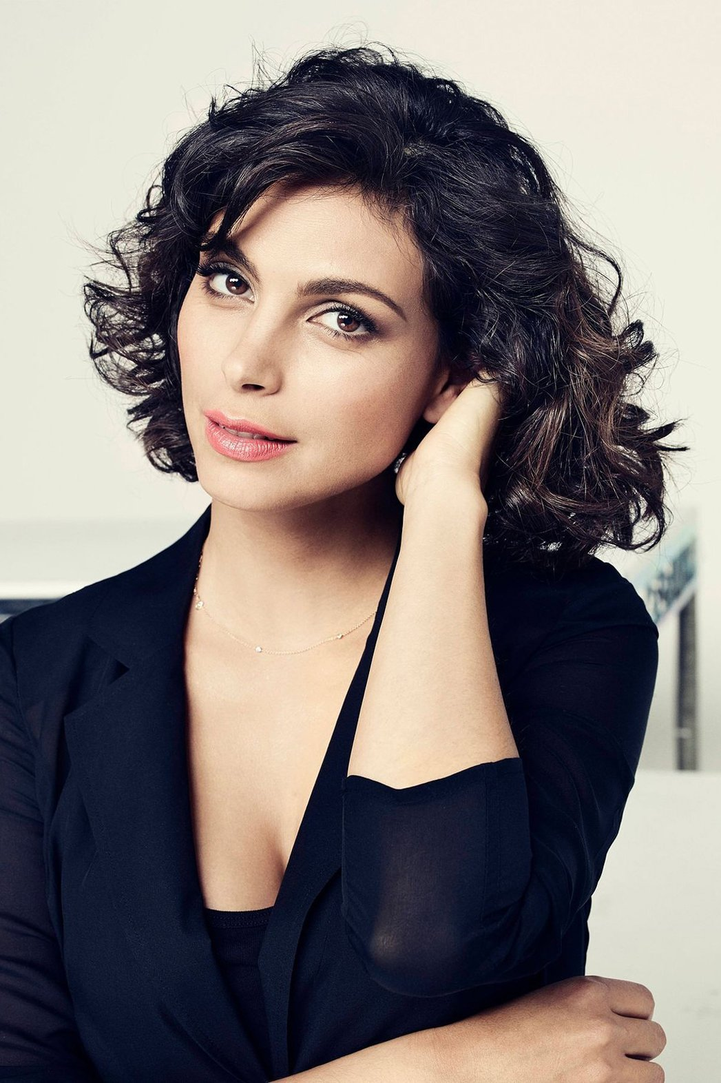 morena-baccarin-showing-ass