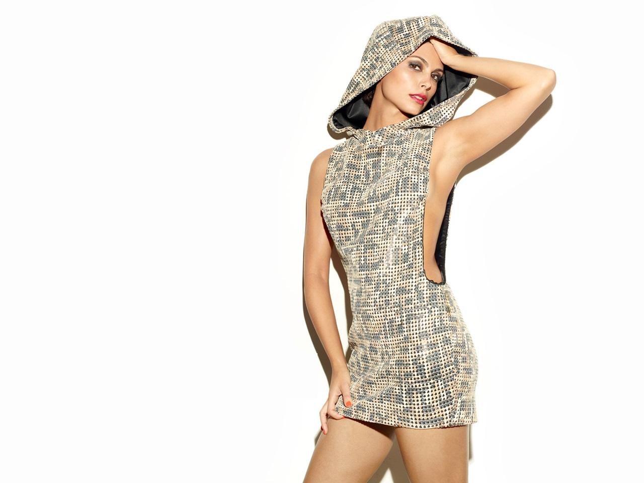 morena-baccarin-topless-pics