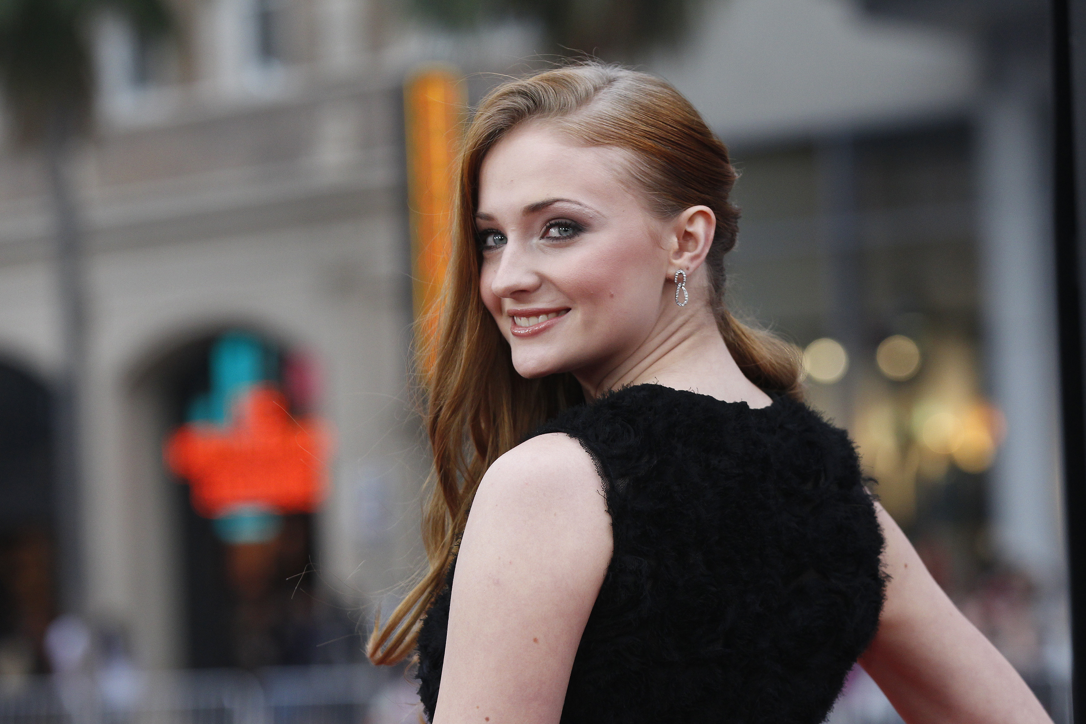 "Cast member Sophie Turner poses at the premiere for the third season of the television series ""Game of Thrones"" in Hollywood, California March 18, 2013. The third season debuts on HBO on March 31. REUTERS/Mario Anzuoni (UNITED STATES - Tags: ENTERTAINMENT) - RTR3F6BV"