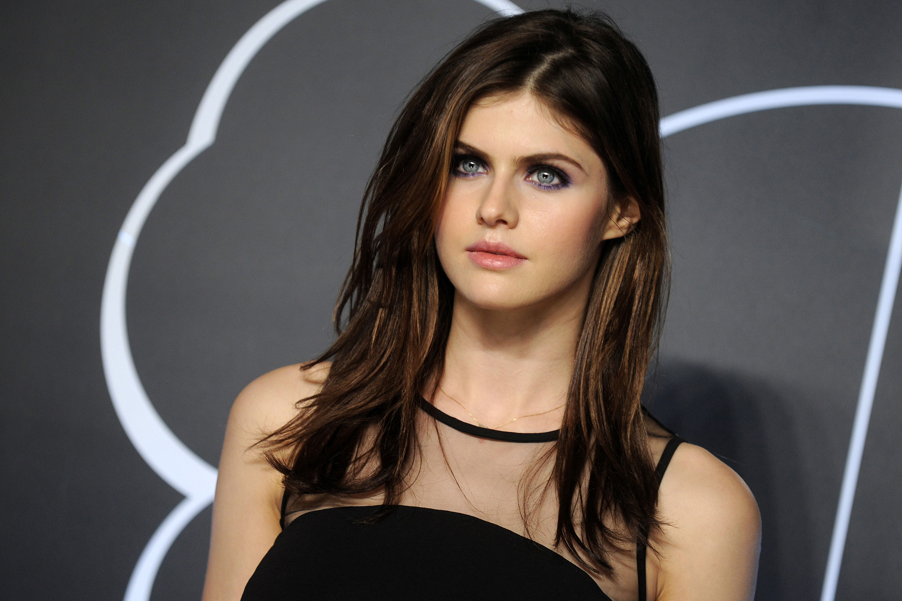 alexandra-daddario-hot-stills