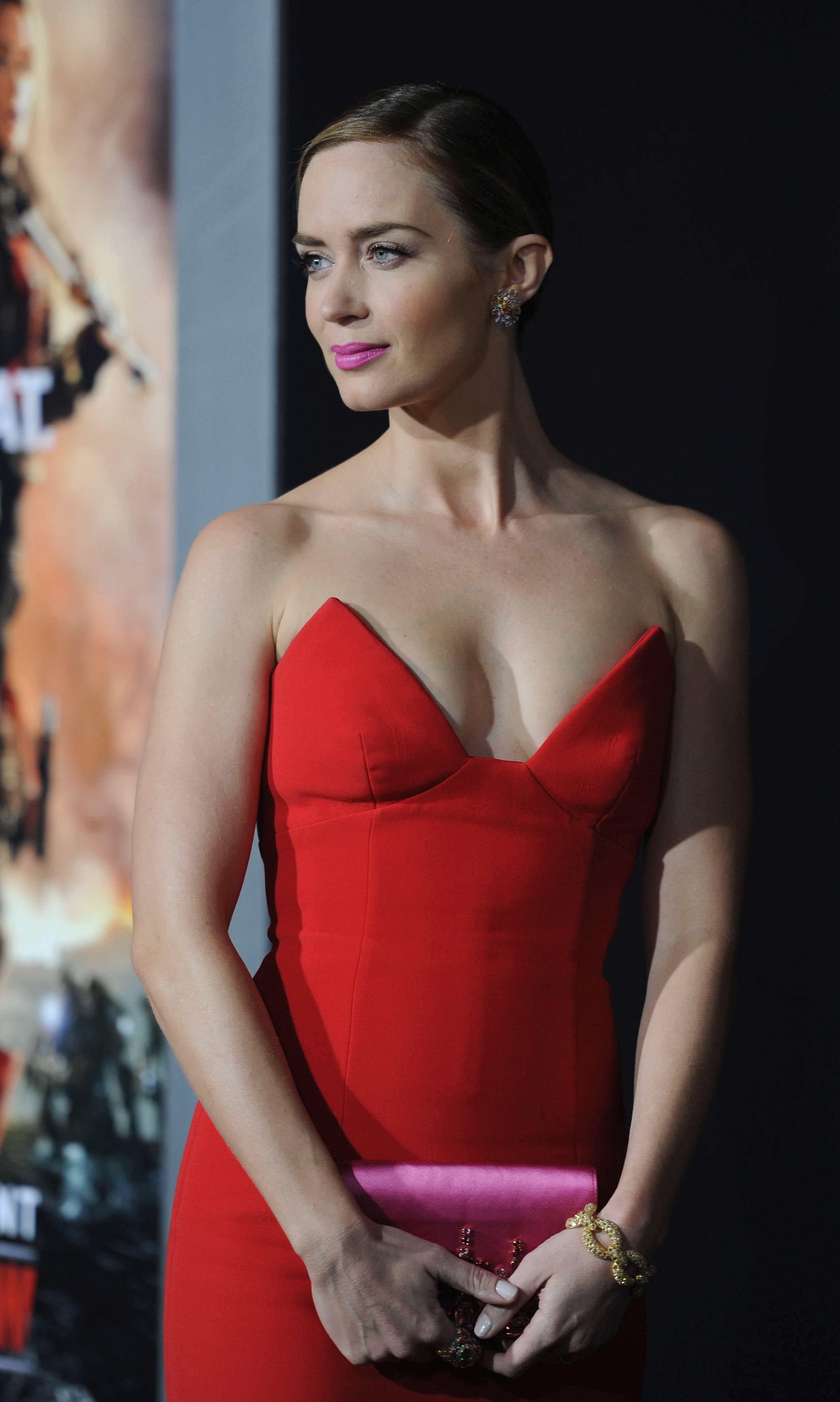 emily-blunt-sizzling-images