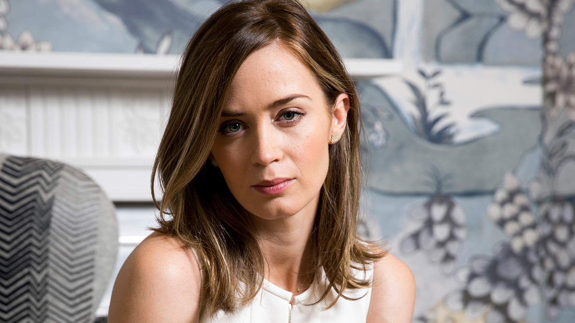 emily-blunt-topless-photos