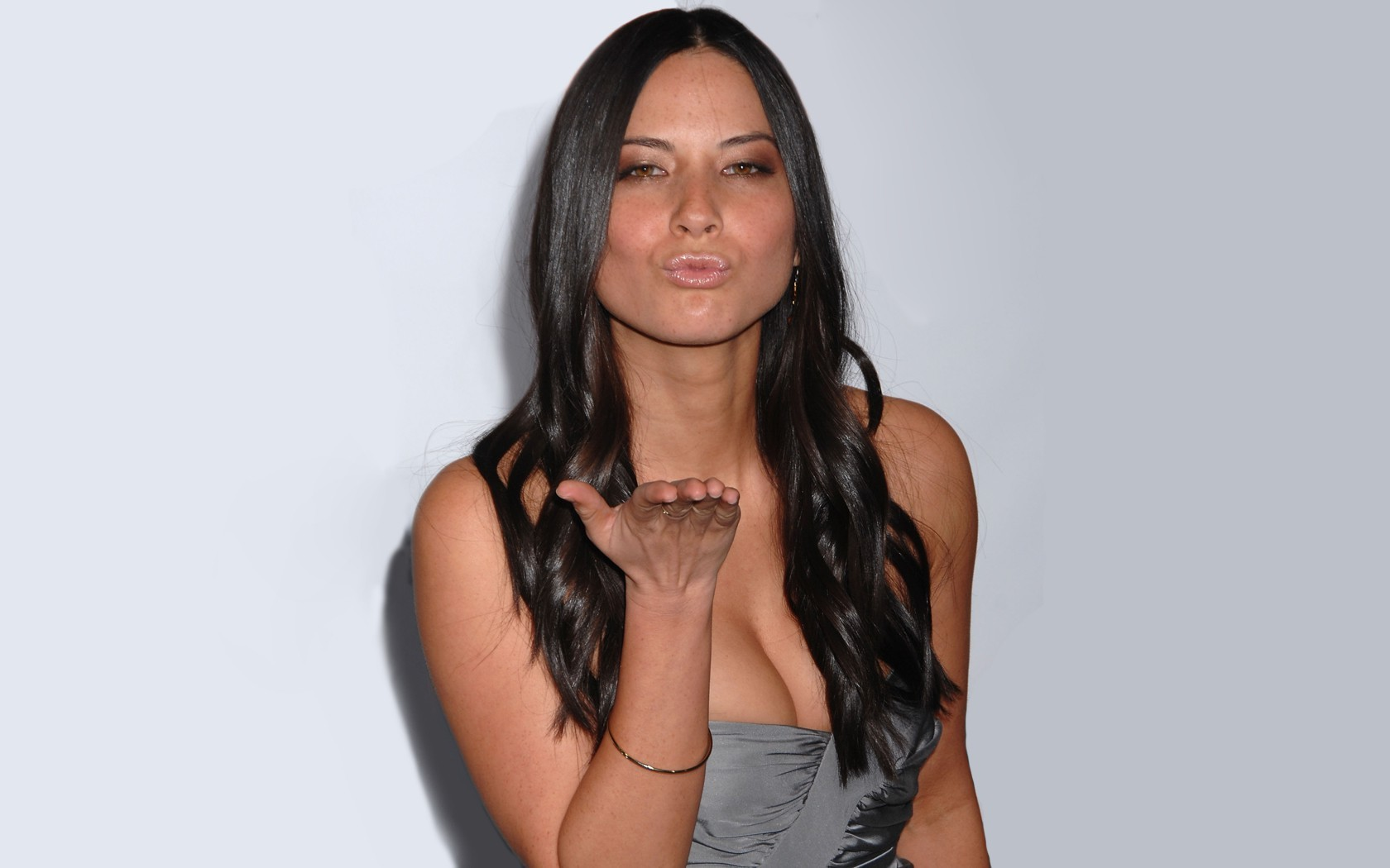 olivia-munn-showing-boobs