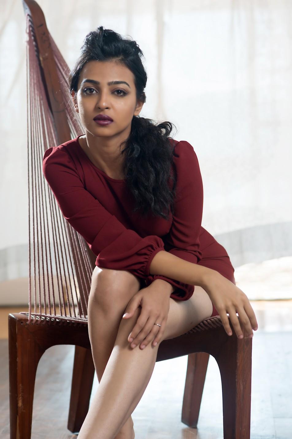 radhika-apte-selfie