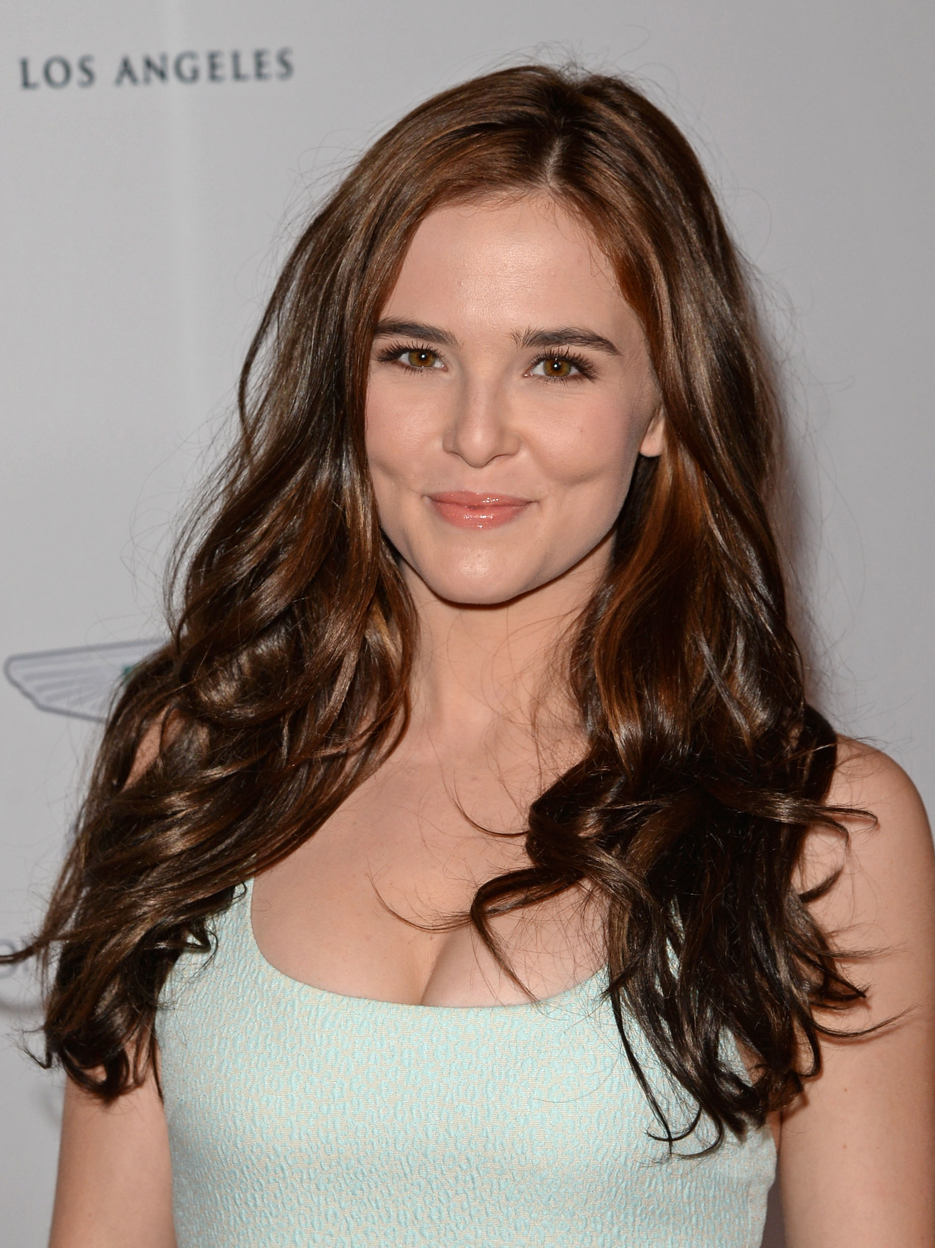 zoey-deutch-hot