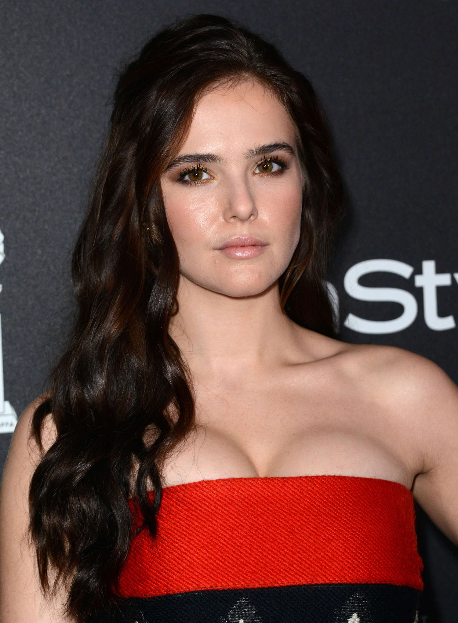zoey-deutch-latest-pics