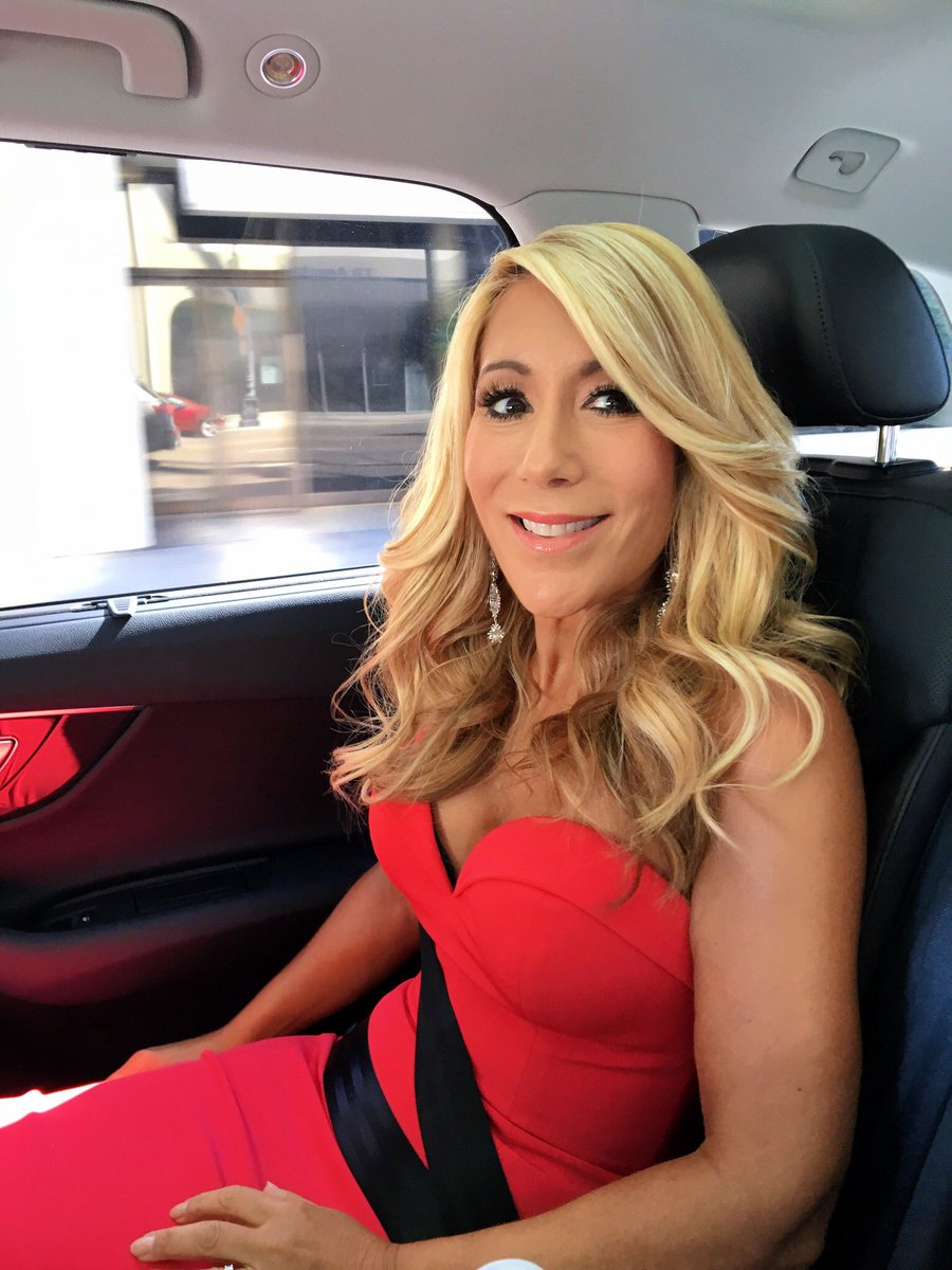 Lori Greiner Hottest Photoshoots In Swimsuit