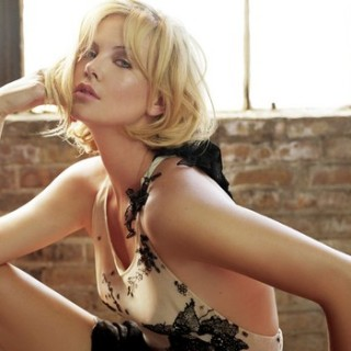 charlize-theron-hot
