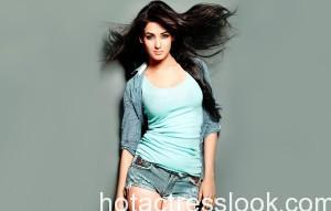 Sonal Chauhan bikini photoshoot in Full HD