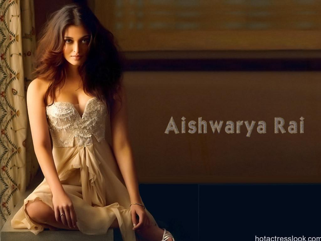 Hot Unseen Pics Of Aishwarya Rai Bachchan In Bikini-7059
