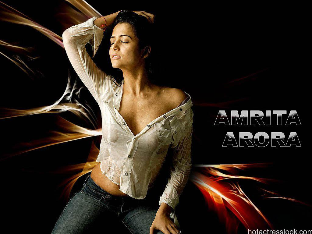Amrita-Arora-Hot-teluguact_1+%285%29