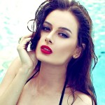 Evelyn-Sharma-in pool