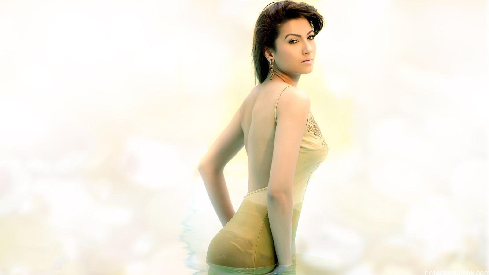 Gauhar khan bikini fotos