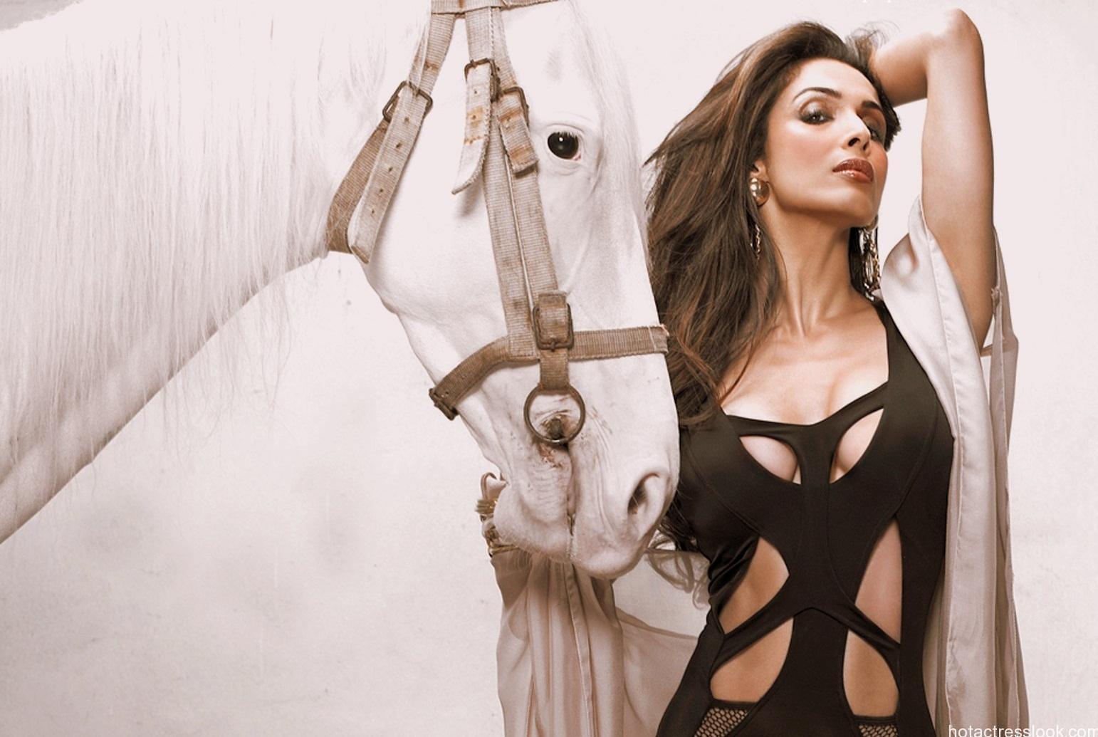Malaika Arora Khan Hot Photoshoot