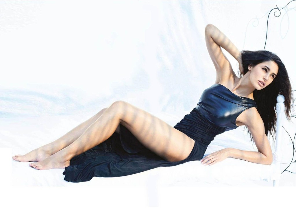 Nargis-Fakhri-Blue bikini
