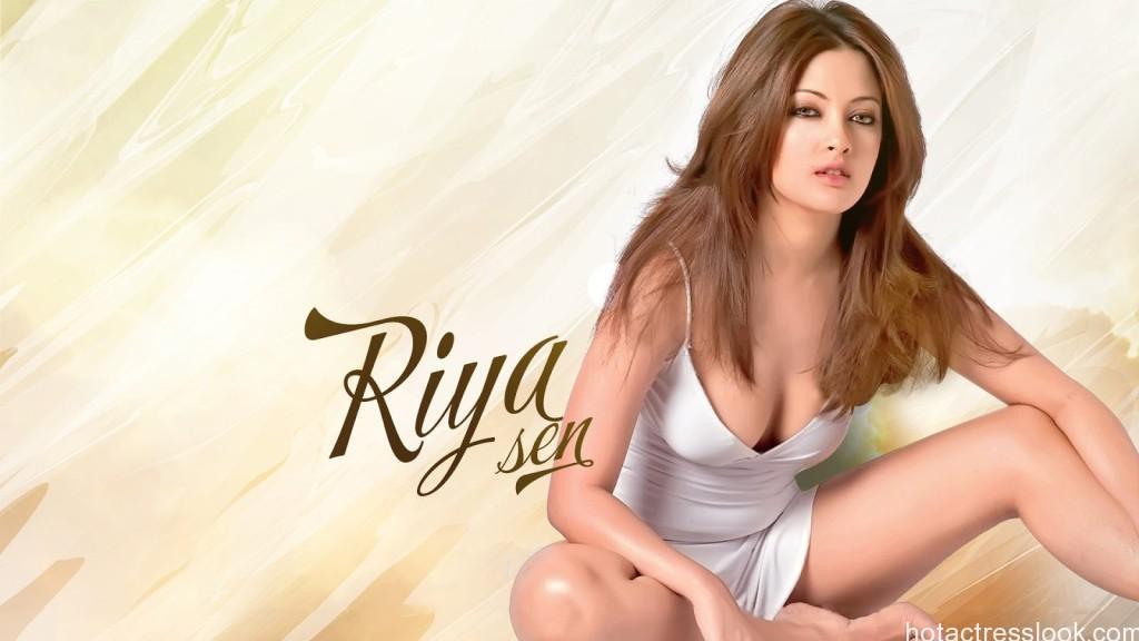 Riya-Sen-hot-bikini-in-movie-hd-wallpapers