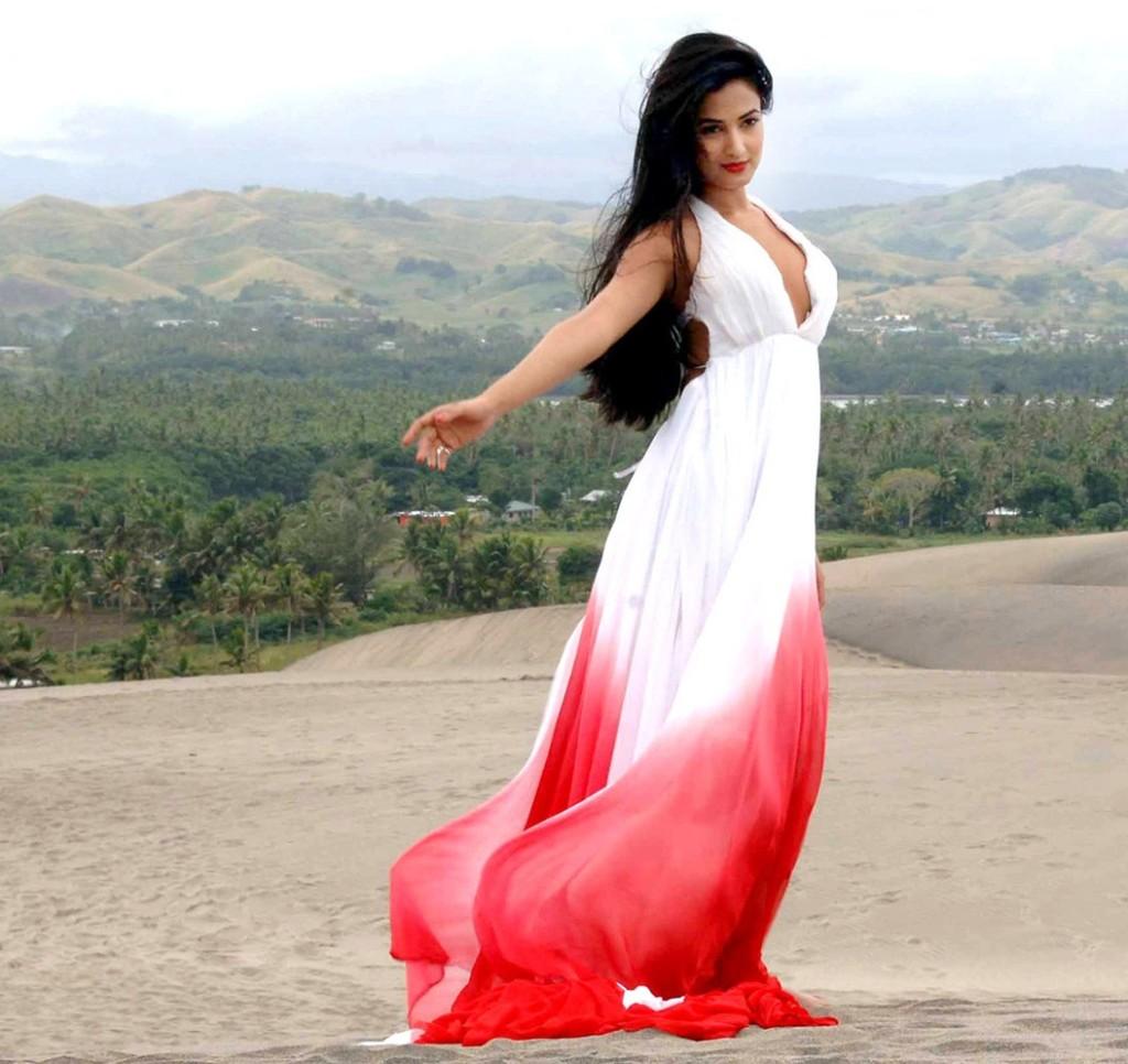 Sonal-Chauhan-Hot-Photos