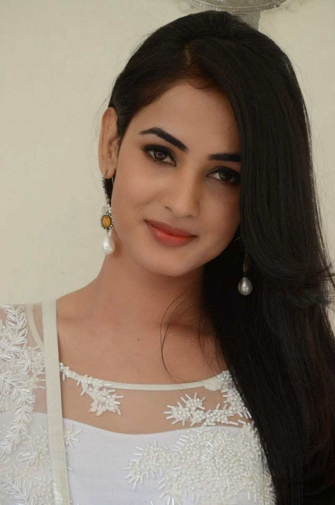 Sonal_Chauhan_sexy _Still