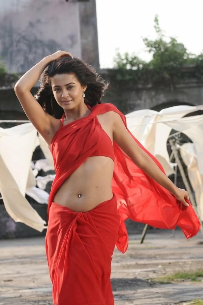 Surveen-Chawla-Hot-photo-13
