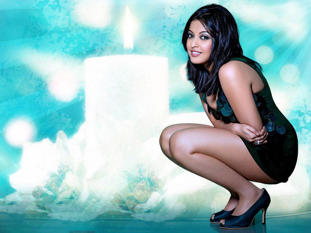 Tanushree-Dutta sexy bikini image