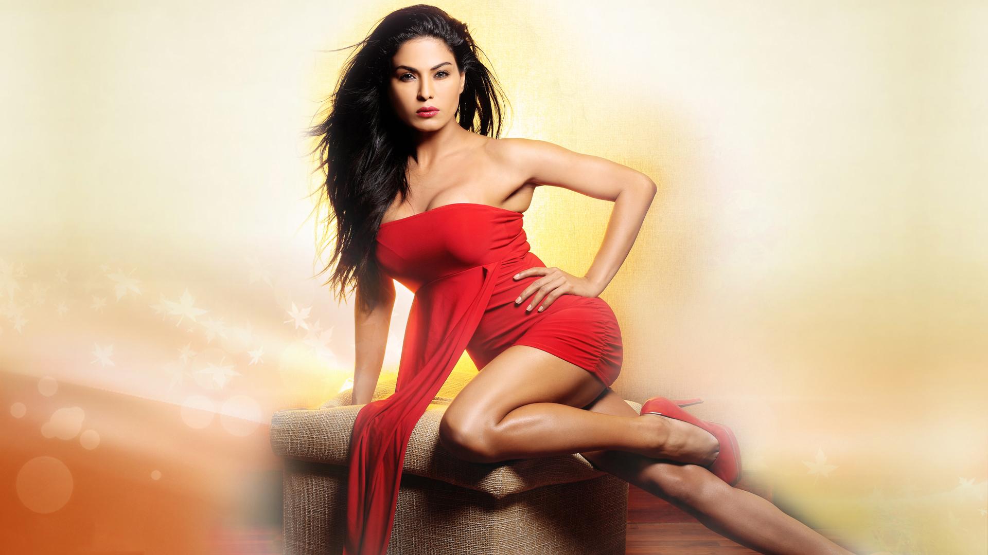 Veena Malik Hot  Sexy Photshoot In Bikini Hd-2105