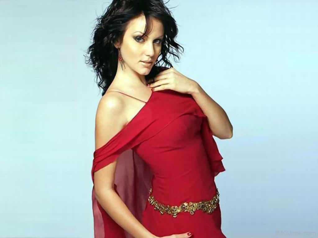 Yana-Gupta-In-Hot-Red-Dress