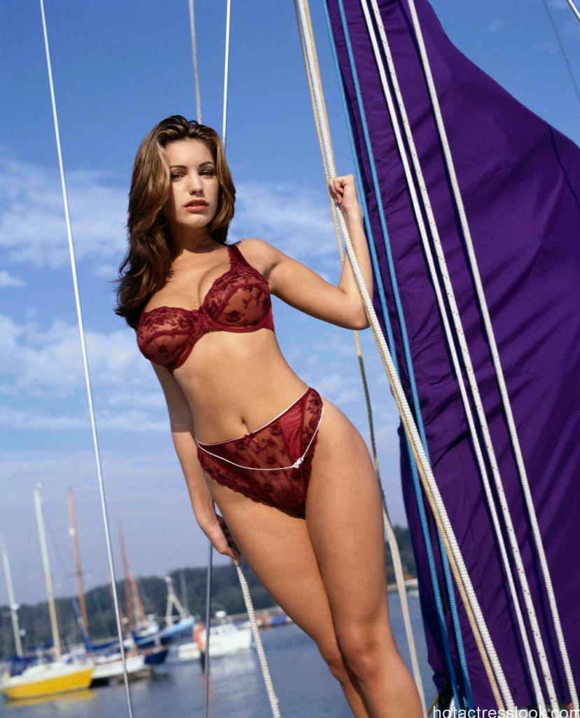 kelly_brook_new_lingerie_10_big