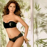 28_05_2015_10_26_40Kim Sharma Black Bikini Photoshoot