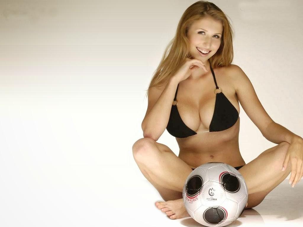 Claudia-Ciesla hot in bikini