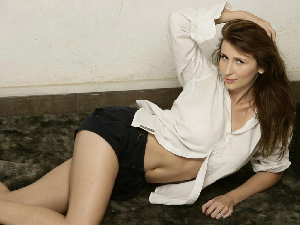 Claudia-Ciesla sexy pose