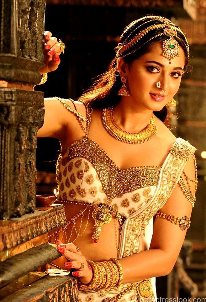 Anushka-Shetty-Hot-in-Rudhramadevi