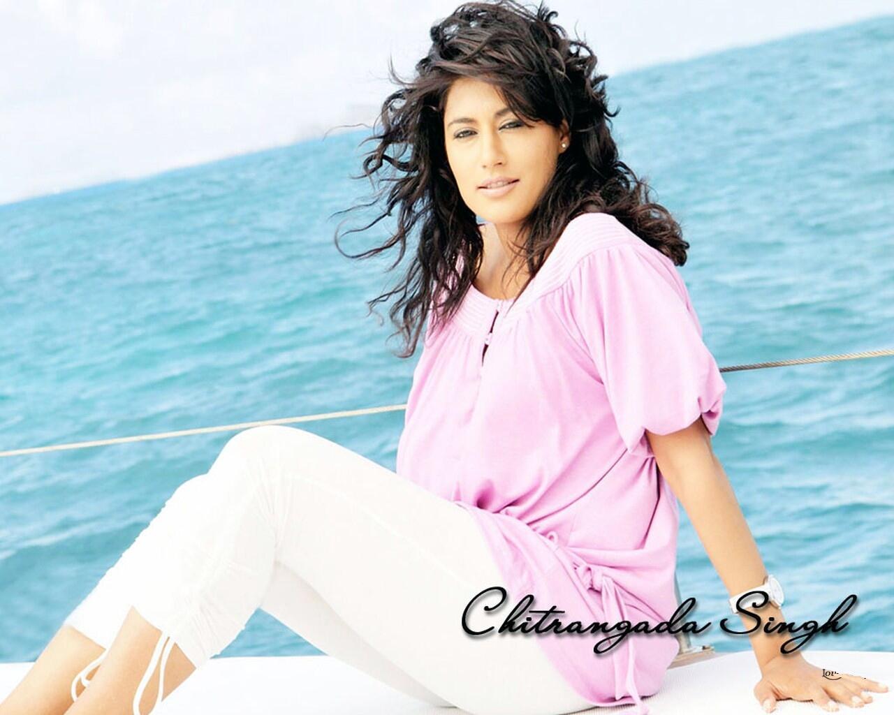 Chitrangada Singh sexy